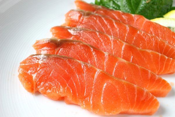 アスタキサンチンで薄毛改善!一番豊富に含まれている食材とは?